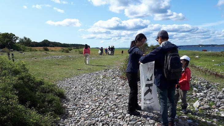 Picking plastic at Nansen Coast Camp Kragerø